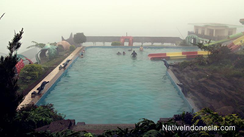 puncak darajat garut - kolam air panas