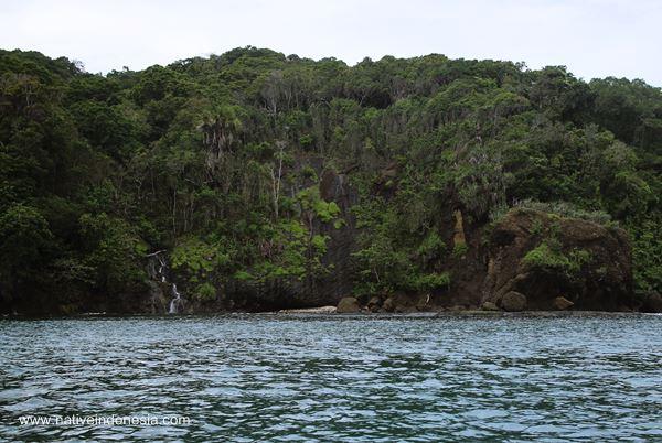 air terjun kecil pantai pangandaran