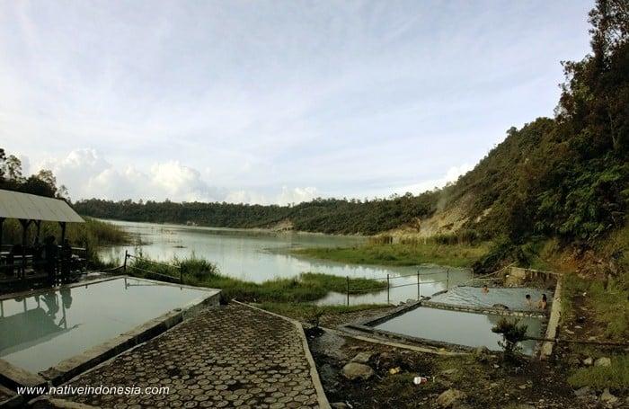 Kawah talaga bodas Garut 2016 - pemandian air panas