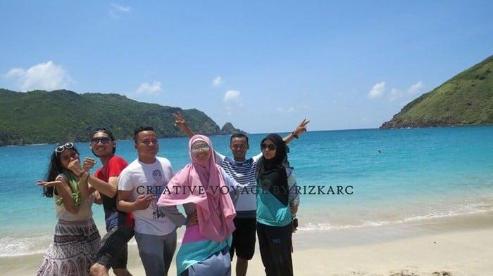 backpacker ke lombok - Pantai Mawun lombok