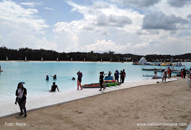 lokasi treasure bay bintan - suasana kolam renang