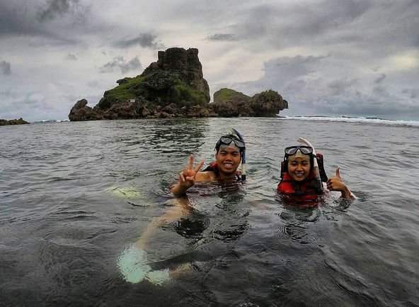 nglambor beach yogya