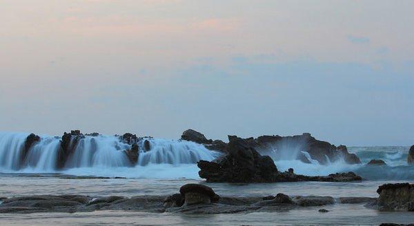 pantai karang taraje - pantai sawarna