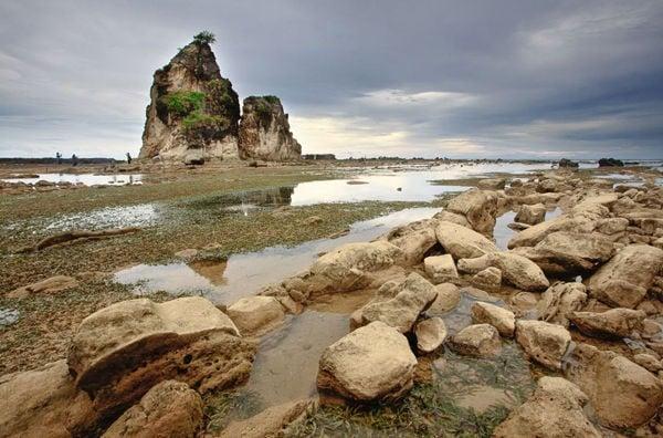 pantai tanjung layar sawarna - pantai sawarna