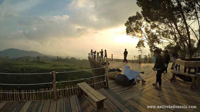 teras bintang glamping lakeside bandung - balcony view