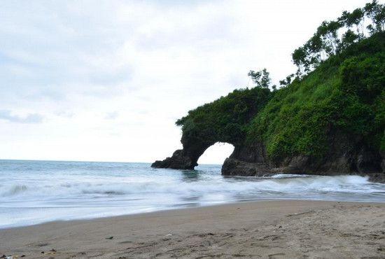 Pantai Ayah logending