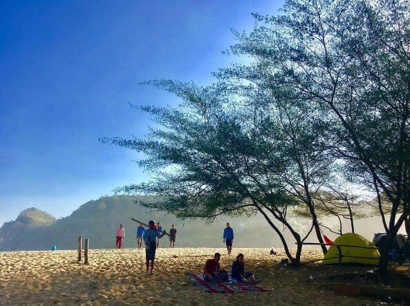 suasana pantai pangi blitar
