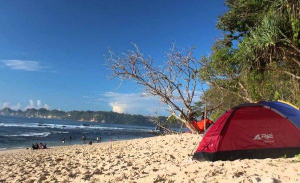 camping di pantai sendiki