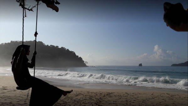 mitos pantai sendiki