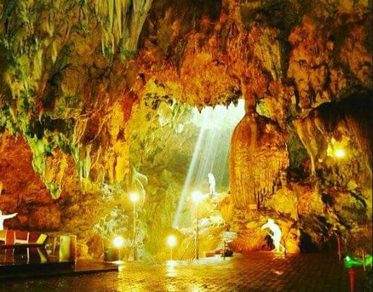 suasana dalam gua gong pacitan