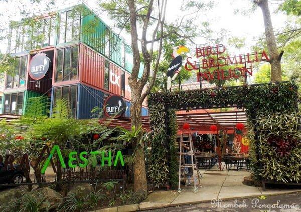 Bird and Bromelia Pavilion Bandung - tempat wisata di dago