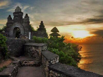 Pura Uluwatu Bali, Menikmati Pemandangan Eksotis dan Magis