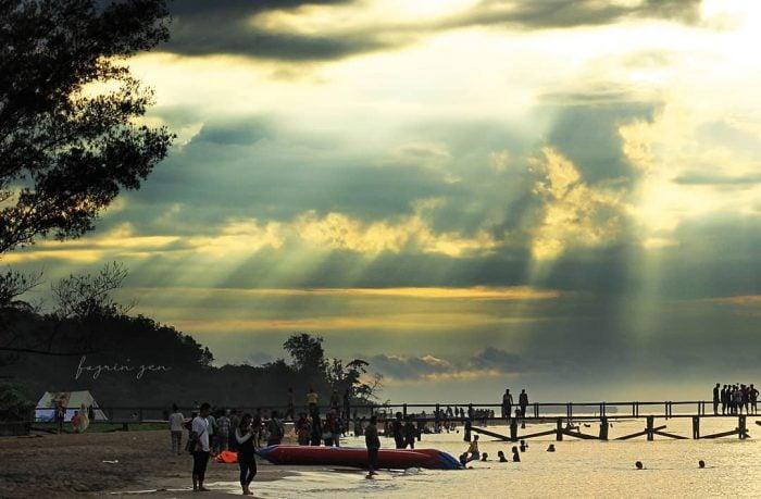 Pantai Angsana Ramai