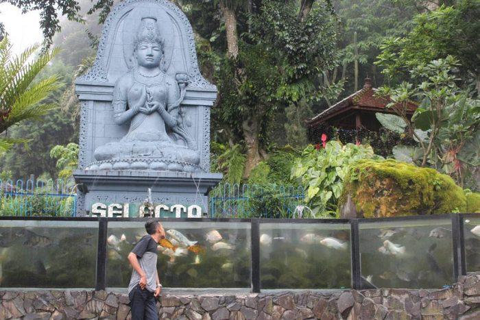Taman Selekta Statue