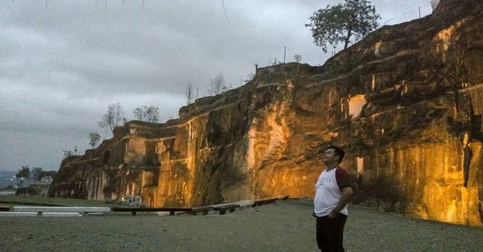 Breccia Cliff View 1