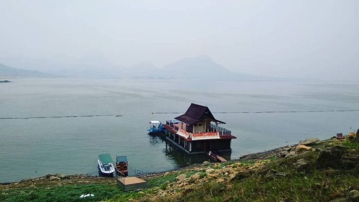 Waduk Jatiluhur Floating Restaurant