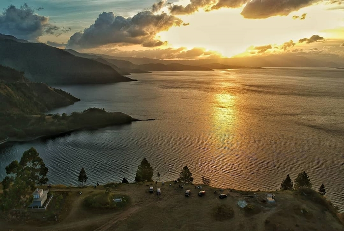 Danau Toba Sunset