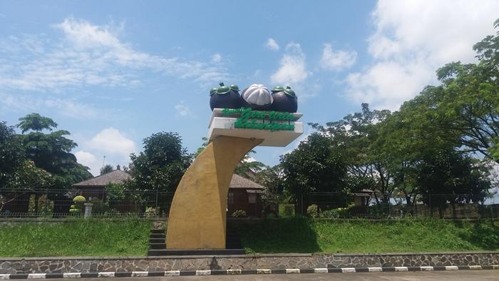 Giri Tirta Kahuripan Statue