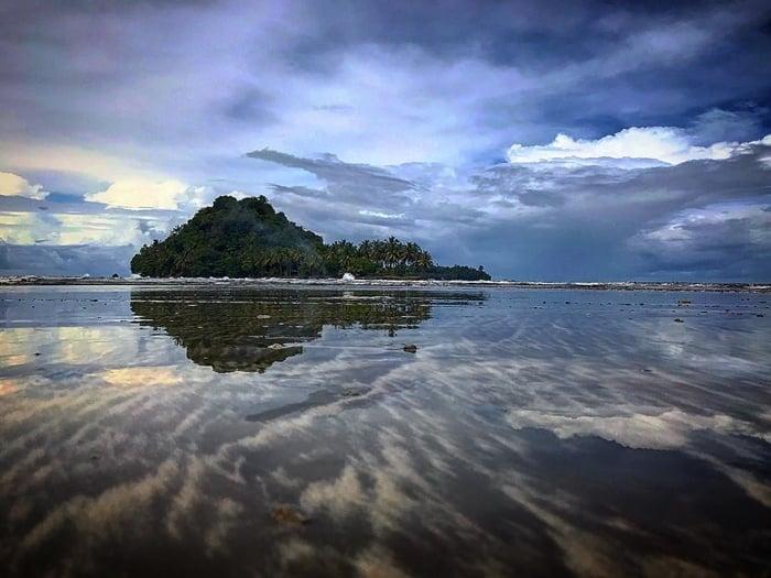 Pantai Air Manis Indah