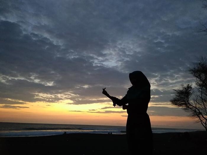 Pantai Goa Cemara Sunset