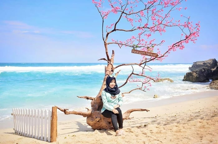 Pantai Sepanjang Spot Foto 1