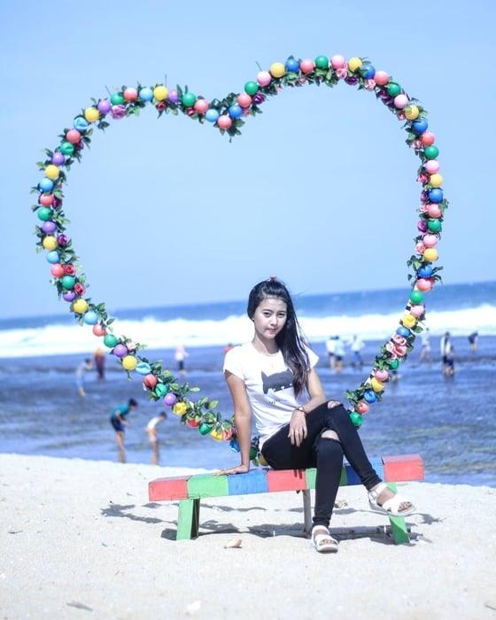 Pantai Sepanjang Spot Foto