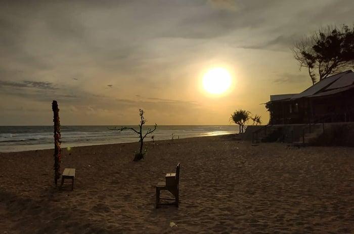 Pantai Sepanjang Sunset 1