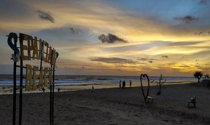 Pantai Sepanjang Sunset