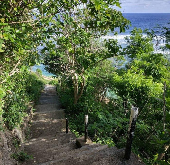 jalan ke pantai gunung payung