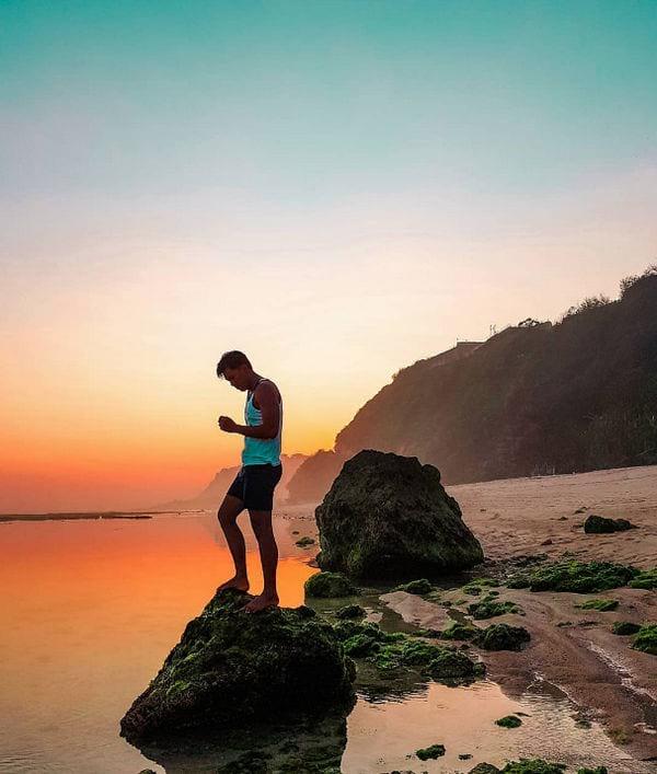 keindahan gunung payung beach
