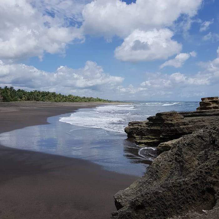 pasir pantai batu hiu