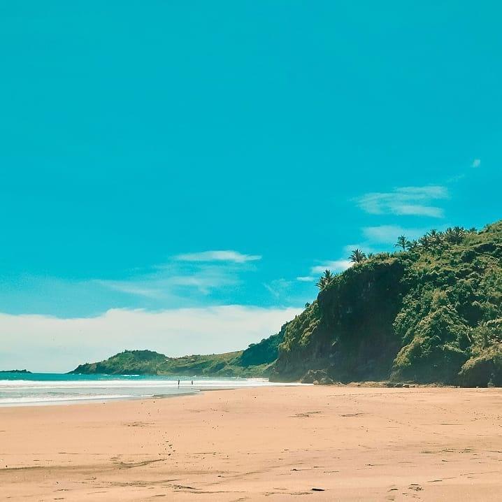 suasana pantai menganti
