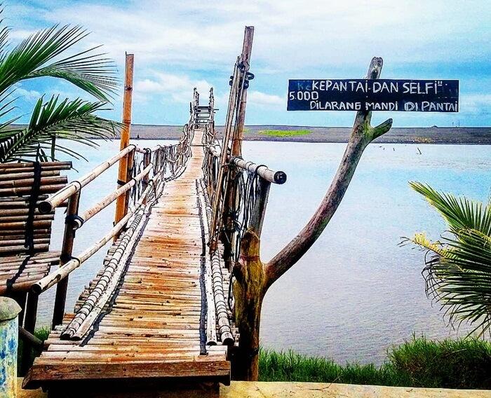 Tarif selfie di jembatan