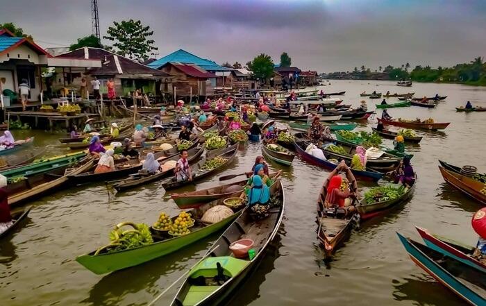 Pasar Apung Lokba Intan