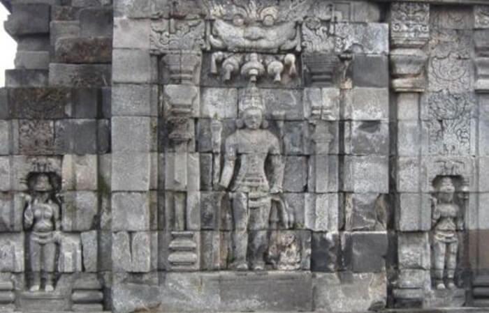 Relief ajaran Budha Mahayana