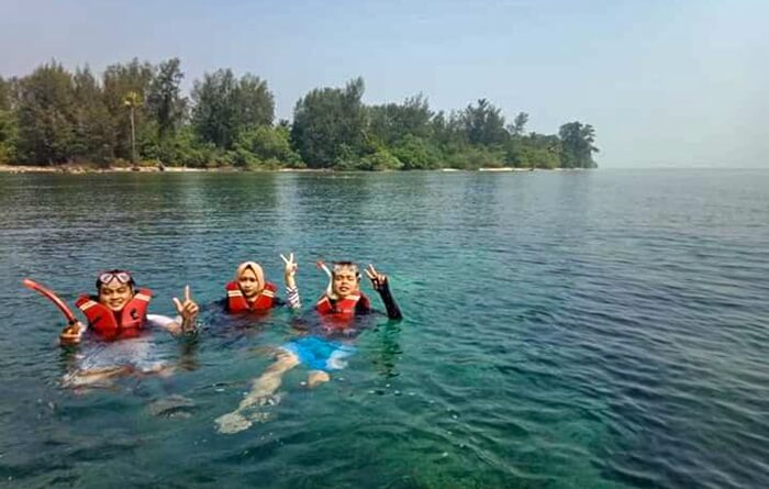 Snorkeling di pulau sanghiang