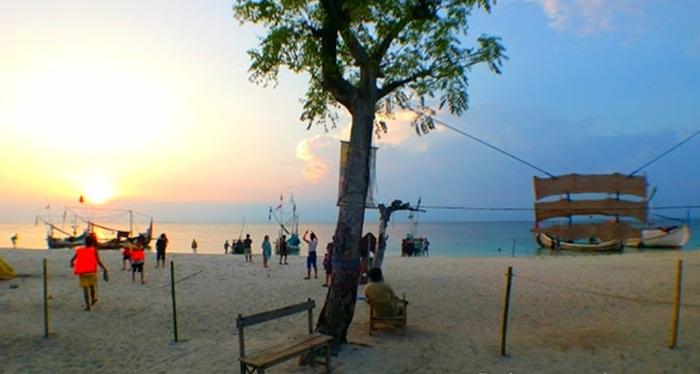 Sunset di Pulau Gili Labak - Sumenep