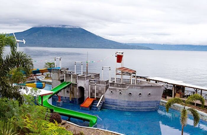Waterboom-Danau-Ranau