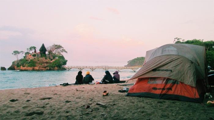 Camping di Pinggir Pantai.