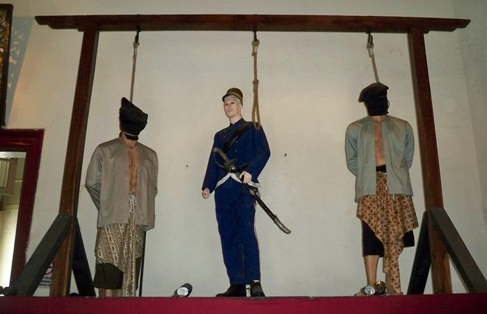 diorama hukuman gantung