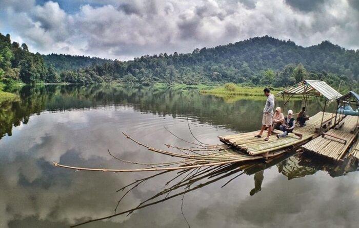 keliling with sampan