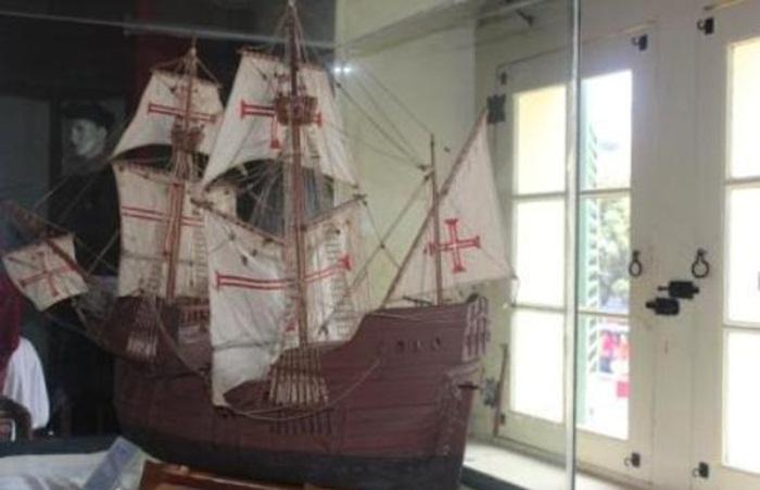 miniatur kapal perang masa kolonial