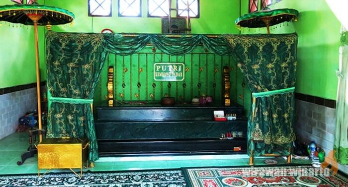 makam putri kembang dadar