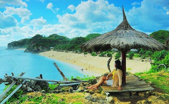 Gazebo di bukit pantai watu kodok