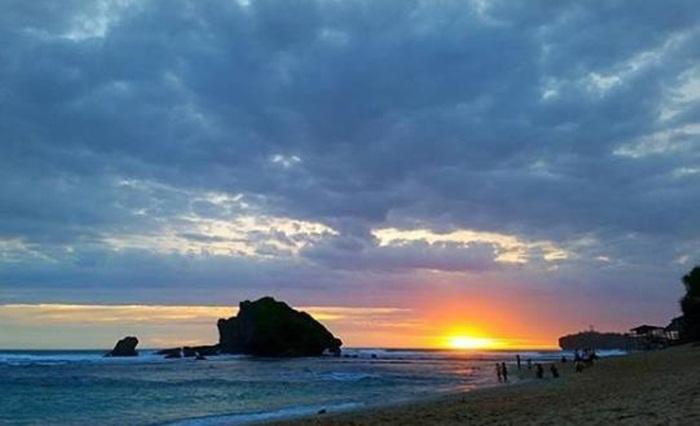 Sunset-Pantai-Ngandong