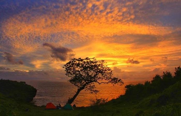 Sunset dari atas tebing Tanjung Kesirat