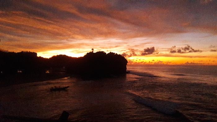 Sunset Pantai Watu kodok