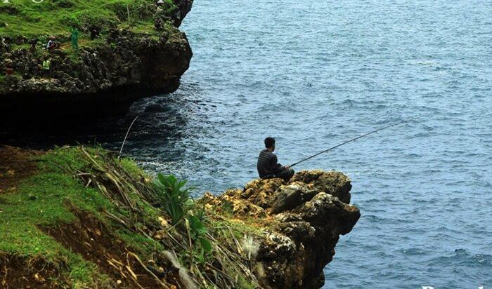 rock fishing Tanjung Kesirat