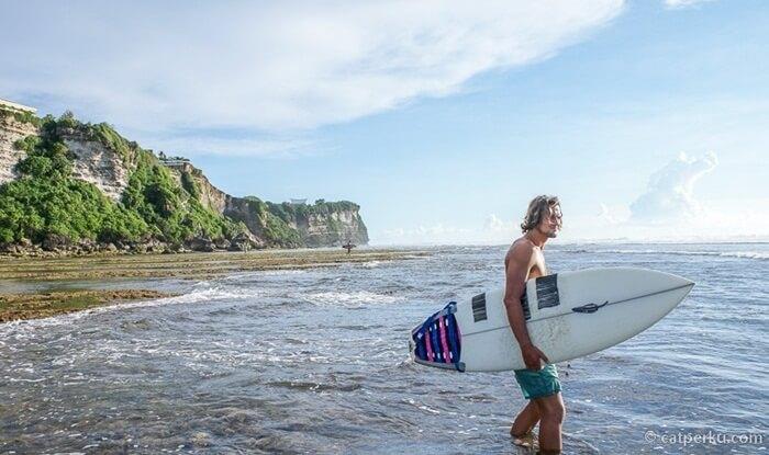 surfer Pantai Suluban