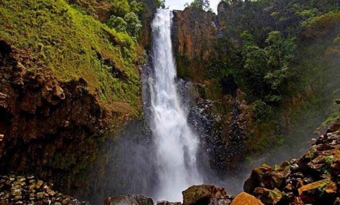 Air terjun takapala setinggi 109 meter yang mempesona